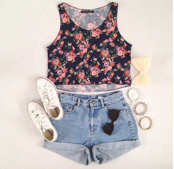 shorts converse summer outfit shirt flowered top cute outfits tank top floral top floral tank top crop tops floral crop top crop top tank high waisted shorts highwaisted shorts high waist high waist sunglasses sneakers bow hair bow bracelets summer outfit girly