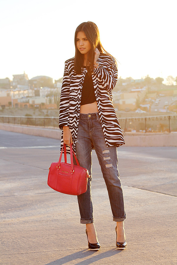 fake leather coat t-shirt jeans jewels bag shoes