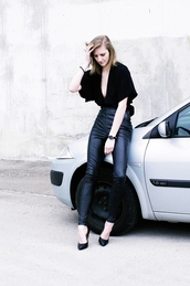 katiquette,blogger,jewels,leather pants,black top,v neck,black blouse,black heels