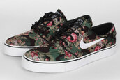 shoes,nike with flowers,nike,flowers,nike sb,nike shoes,flower shoes,shoes with flower,janoski floral,janoskis,floral,floral nikes,skater,sneakers,stefan,digi,camouflage,tumblr girl,lovely,money needs me,digi floral,nike sneakers,flora,trainers