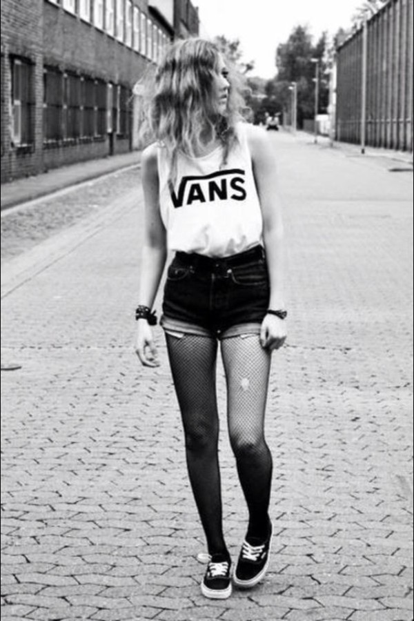 shirt shorts blouse white vans black pants t-shirt tank top black and white vans shirt top vans t-shirt brand vans warped tour shoes black shoes home accessory watch tights jewels