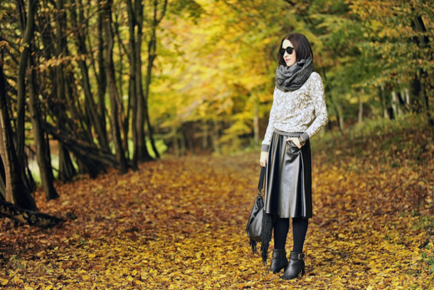 shiny sil blogger tights scarf sunglasses top jewels leather skirt black boots jumper fringed bag