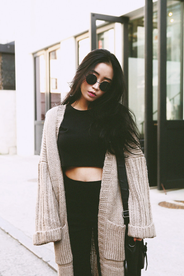 sweater cardigan streetstyle awsome tumblr girl black jeans shirt sunglasses