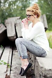 jeans,sweater,clothes,pants,grey,white,loafers,fashion,acid wash,shoes,bun,smoking slippers,hipster