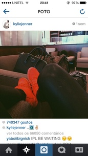 kylie jenner,red sneakers,shoes