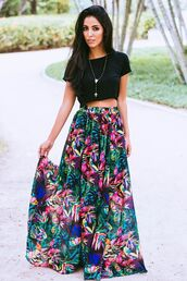 skirt,pink,green,blue,black,yellow,multicolor,flowy skirt,pleated skirt,maxi skirt,high waisted skirt,top,colorful,floral,pretty,cute,cute skirt,black crop top,crop tops,cute crop top,cute shirt,shirt