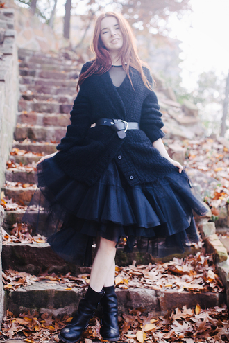 sea of shoes blogger skirt top cardigan belt shoes tulle skirt midi skirt black skirt black boots winter outfits