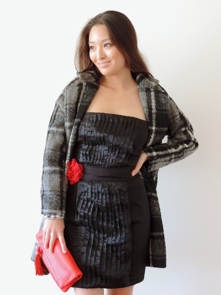 blogger Belt sensible stylista clutch little black dress