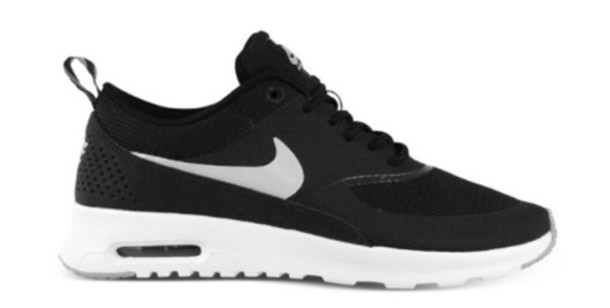 black and white nike air max shoes