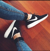 nike,shoes,running shoes,sporty,black,white,nike roshe run,nike roshes floral,nike running shoes,jeans