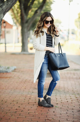 dress corilynn blogger sweater t-shirt shoes jeans sunglasses bag tote bag cardigan booties