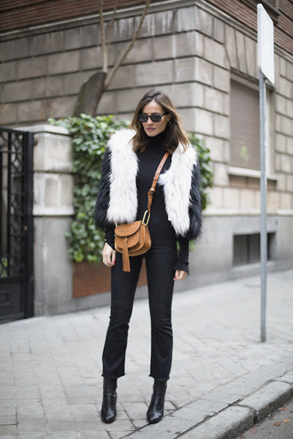 lady addict blogger faux fur vest brown leather bag cropped pants