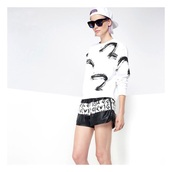 top,white top,black top,shorts,summer top,style,fashion,streetwear,streetstyle,glasses