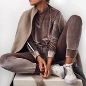 pants,set,jogging set,sweater,joggers,joggers set,velvet,velvet set,brown velvet,velvet sweater,velvet pants