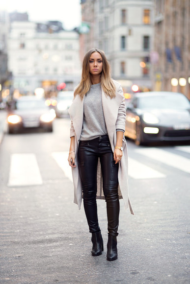 beige blogger jewels lisa olsson cashmere leather pants