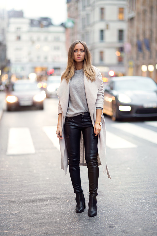 lisa olsson blogger jewels cashmere beige leather pants jacket