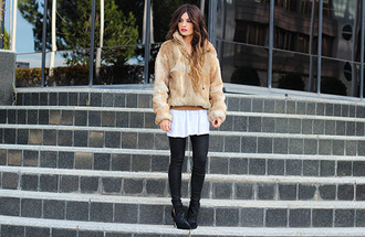 madame rosa blogger t-shirt faux fur jacket leather pants