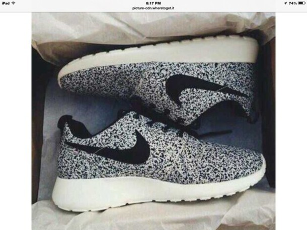shoes speckled back and white nike roshe