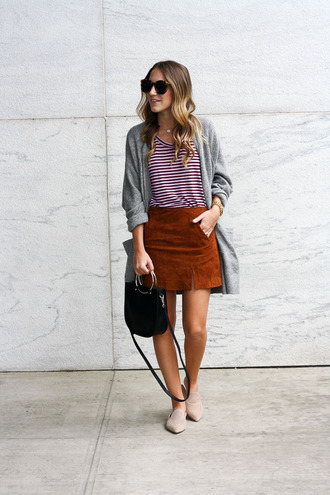 twenties girl style blogger cardigan t-shirt skirt bag sunglasses jeans striped top mini skirt handbag fall outfits