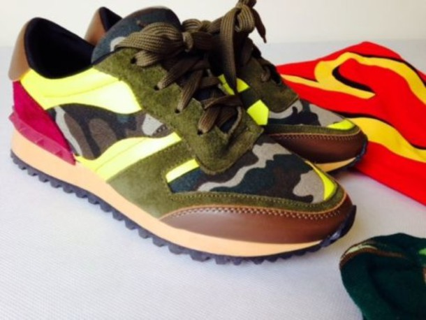shoes, camouflage, sneakers, valentino, rockrunner, fluo - Wheretoget 1c8bc0f2724