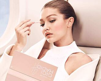 top white white top model gigi hadid make-up