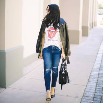 t-shirt tumblr white t-shirt jacket army green jacket denim jeans blue jeans skinny jeans ripped jeans bag black bag pumps pointed toe pumps