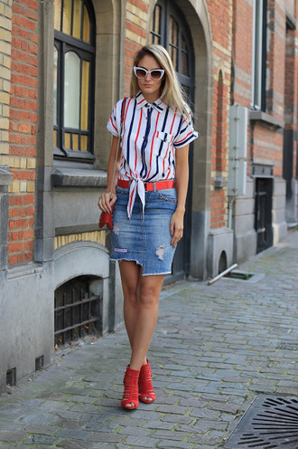 skirt denim skirt mini skirt distressed denim skirt red sandals striped shirt tie front shirt belt blogger blogger style crossbody bag