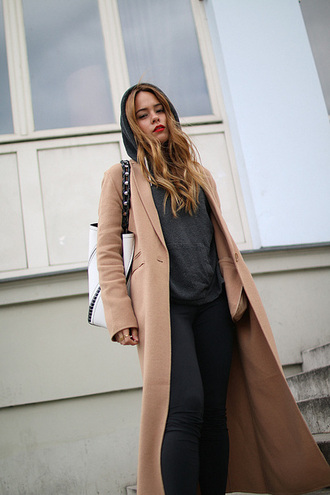 sweater grey hoodie beige long coat black leggings white bag blogger