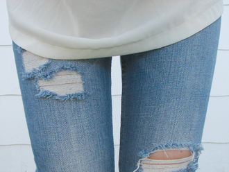 jeans ripped white blouse ripped jeans clothes skinny jeans skiny jeans blue jeans white tank top