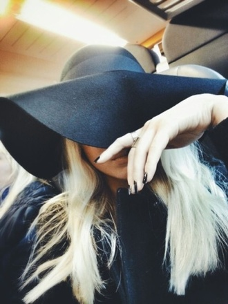 hat black nails hair ring black big head sophisticated sophisticated style floppy hat black hat black floppy hat pale rich fashion fashion killa beautiful blond gold hot girly big hat top broad floppy