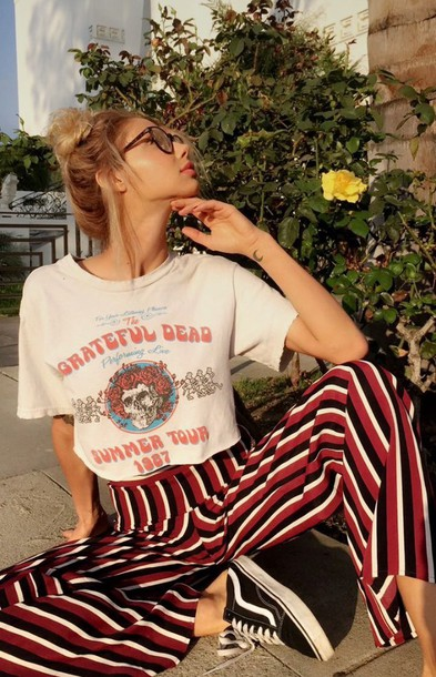 pants stripes wide-leg pants high waisted pants loose pants colorful white top black and white shoes stripes vans band t-shirt loose pants pinterest tumblr hippie sexy black pink white grey hoodie high waisted trousers striped pants shirt grateful dead jeans stripped pants white and red red raillé mocked vintage stripes colorful aesthetic trendy brand sahara ray swim cute grateful dead geekery grunge red pants black and white striped mirtemolenaar red whit black t-shirt 90s grunge 90s style classic retro