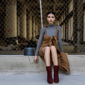 kris chérie,blogger,sweater,shoes,bag,jumpsuit,grey sweater,red boots,chain bag,burgundy shoes,rust dress,fall outfits