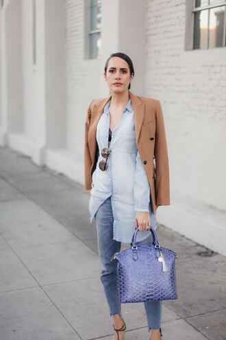 louise roe blogger bag top jeans jacket sunglasses denim shirt blazer blue bag sandals