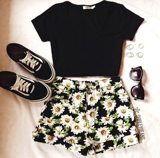 shorts denim shorts daisy flowers top shoes sunflower shorts yellow black cuffed shorts t-shirt black and white shoes shirt flowered shorts sunglasses ring hipster crop tops dasiy summer