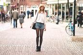 bekleidet,shirt,shorts,shoes,bag