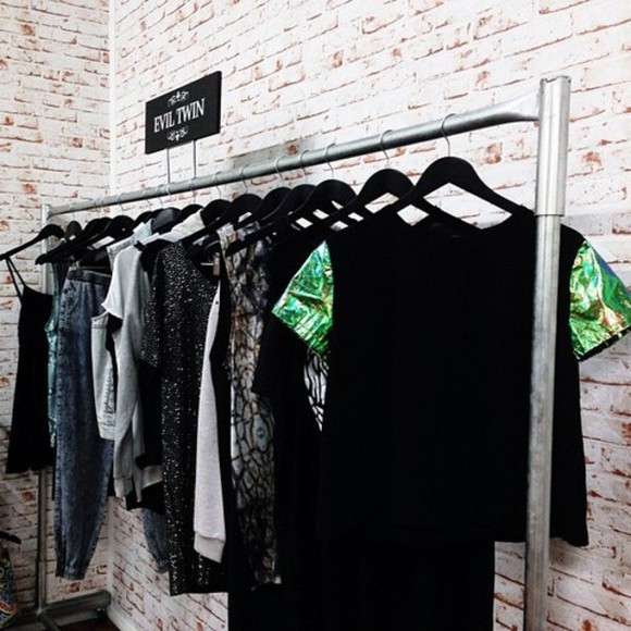 black t-shirt green top green dress t shirt with rolled sleeves palmier palm tree print shirt green sleeves black shirt cute blac