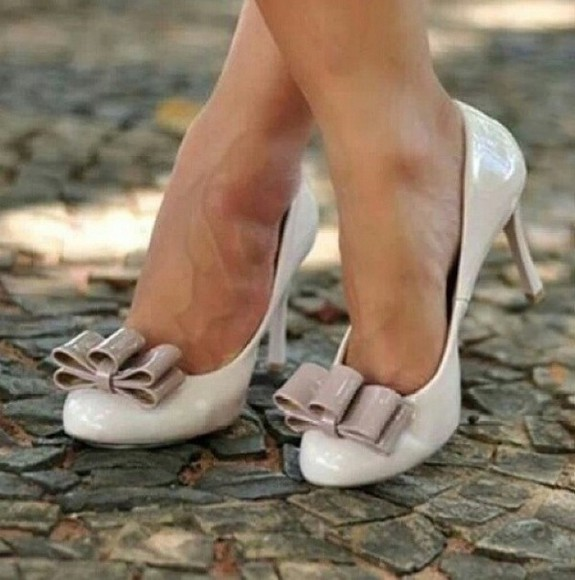 shoes nude nude shoes pink vintage vintage shoes for her bow shoes bows