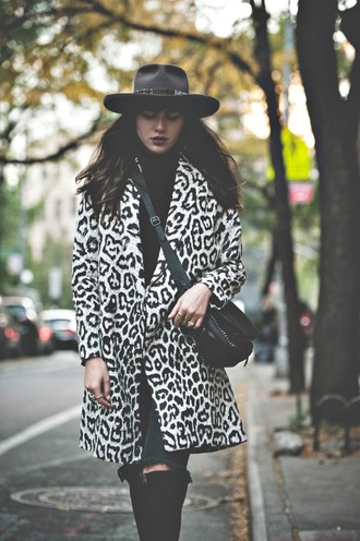 natalie off duty blogger jeans bag leopard print black and white coat