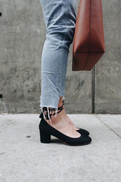 b469c809a861 shoes tumblr pumps mid heel pumps black shoes denim jeans blue jeans bag  leather bag brown