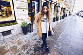 the next episode,blogger,coat,sweater,jeans,graphic tee,camel coat,hipster,shoes,bag