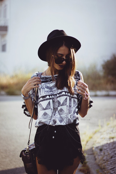 aztec hipster summer outfits shorts mexiquer sunglasses top bag shoes hat pattern blogger Choies festival triangle black lace shorts