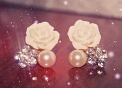 jewels,earrings,flower earings,pearl