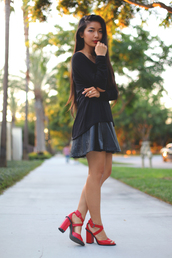 honey and silk,t-shirt,skirt,jewels,shoes,red high heel sandals