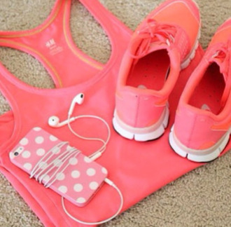 pink earphones trainers white beautiful iwantthissobad ineedthese shoes