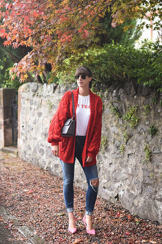 thank fifi blogger cardigan t-shirt jeans shoes bag red cardigan fall outfits pumps high heel pumps shoulder bag pink heels