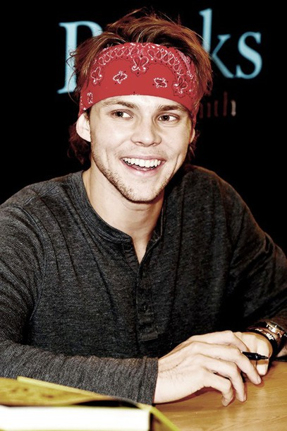 ashton irwin bandana print hair band mens sweater shirt