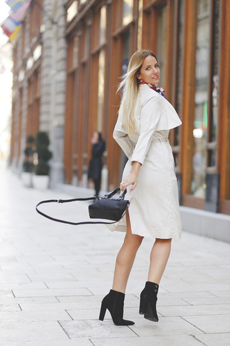 the sense blogger trench coat black boots