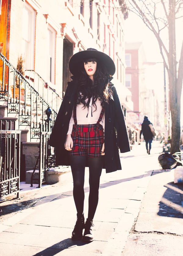 jag lever shorts coat blouse hat shoes