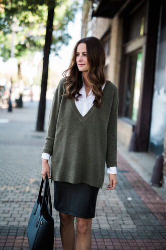 themilleraffect blogger sweater skirt shoes bag fall outfits tote bag grey sweater