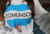 shirt,louis tomlinson,blouse,sweater,one direction,blue skirt,white,jumper,toms,jacket,toms flag,one for one,freshtops,tumblr girl,tumblr,tumblr clothes